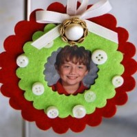 Kid's Craft: Button Photo Ornaments