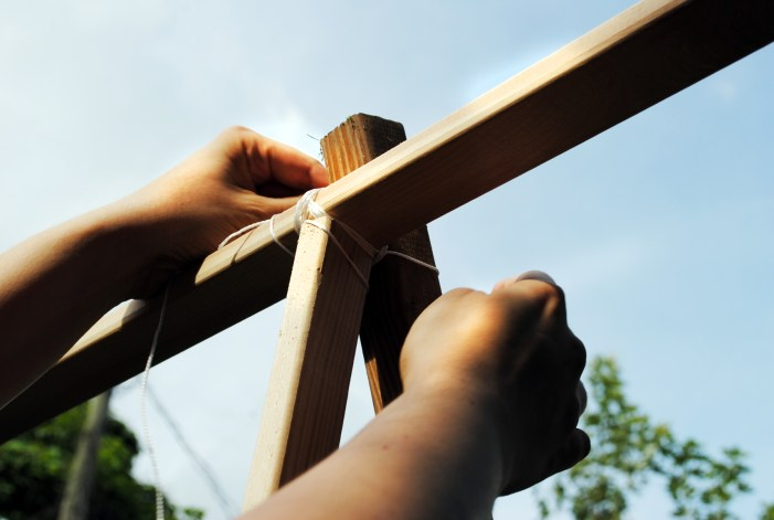 diy garden trellis tutorial attaching support beam