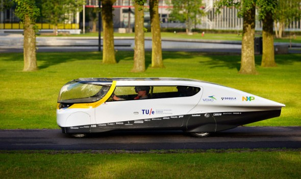 stella-worlds-first-solar-powered-family-car01-590x393
