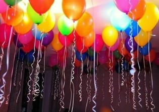 Baloane care se umfla singure si stau lipite de tavan