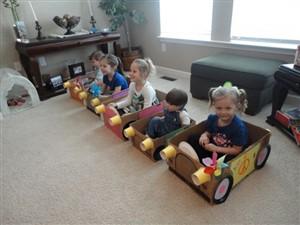 masini de carton - o lume de vis pentru copii din cutii de carton