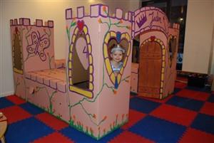 palat de carton - o lume de vis pentru copii din cutii de carton -