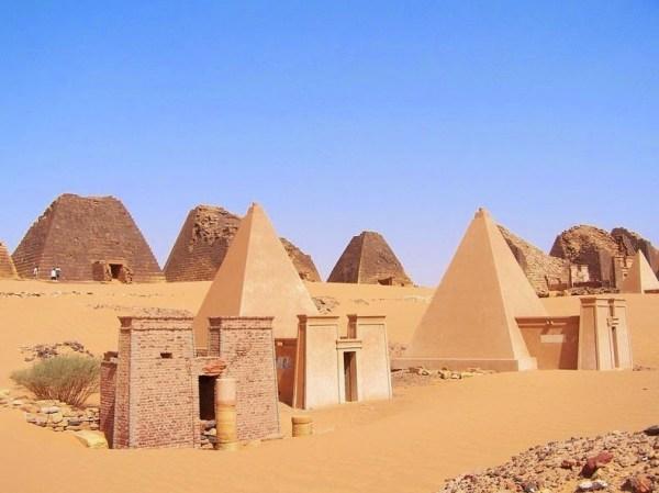 pyramids-nubian-12