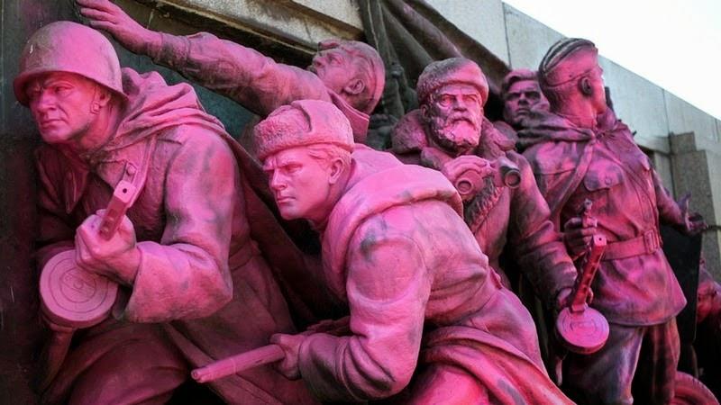 monument-soviet-army-sofia-6[5]