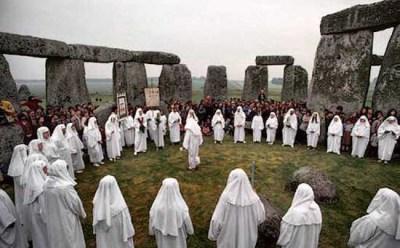 http://i2.wp.com/www.crystalinks.com/druids_stonehenge.jpg?resize=400%2C248