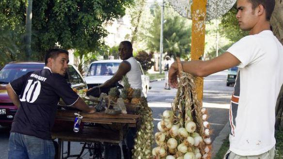 Image vendedor-cebollas_cymima20140806_0006_13.jpg