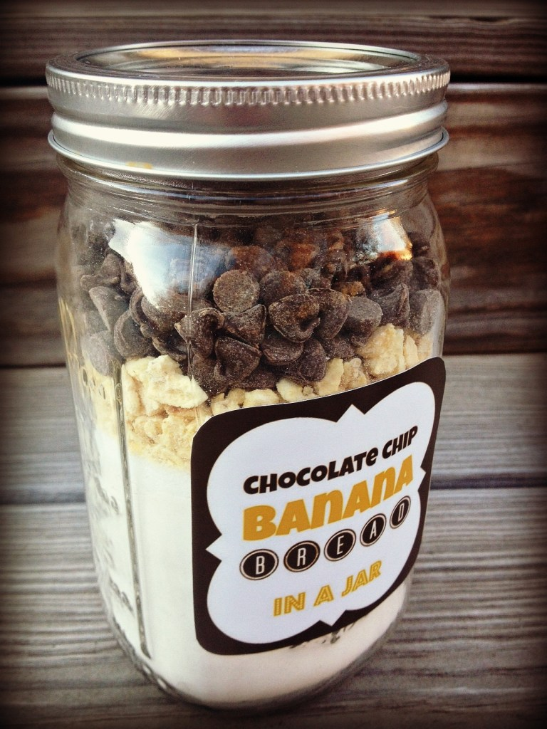 Holiday Gifts DIY Mason Jar Chocolate Chip Banana Bread Mix Bisquick Chocolate Chips Dried Bananas