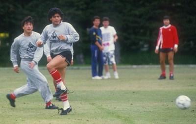 Passarella tuvo que ser reemplazado y Maradona tomó la capitanía