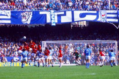 Golazo de Maradona ante el Milan de Galli.