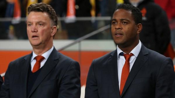 Kluivert fue asistente de Van Gaal antes de dirigir a la Selección de Curaçao. Hoy, cambió de rubro.