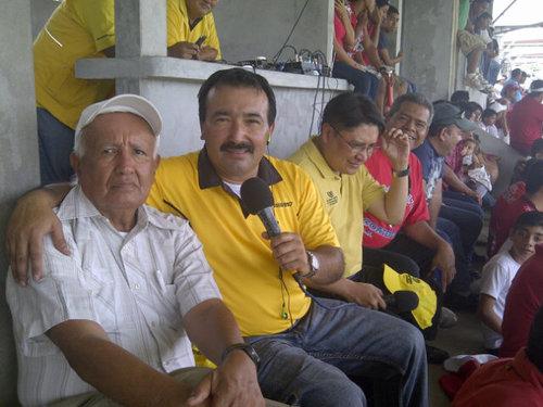 Micrófono en mano, Kike Rodríguez
