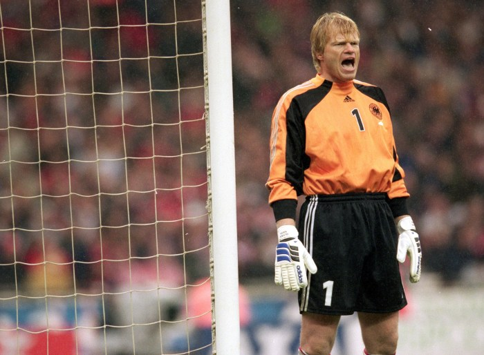 7 Oct 2000: Oliver Kahn of Germany shouts out instructions during the World Cup 2002 Qualifying match against England at Wembley Stadium, in London. Germany won the match 1-0. Mandatory Credit: Shaun Botterill /Allsport