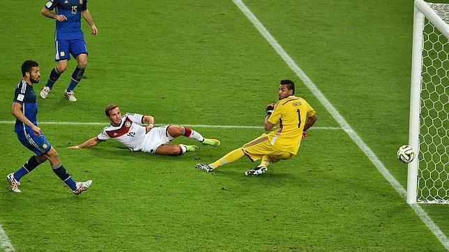 El remate de Götze que le sirvió a Alemania para ganar su cuarto Mundial
