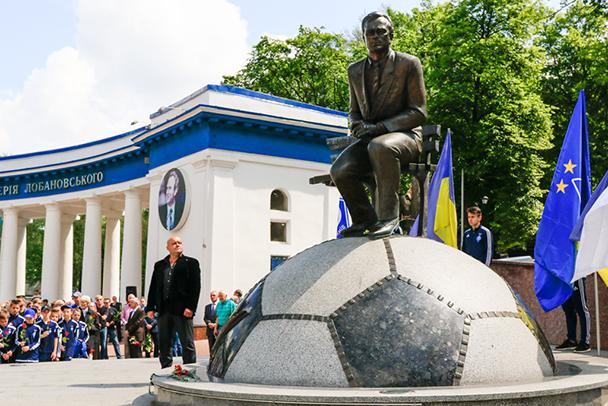 El monumento a Lobanovskyi en Kiev