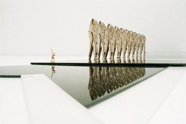 Hombresolo, kidnapping Utopia / Hombresolo, utopía de un secuestro from INVIS!BLES 35 mm C-Print, metallized paper, 2007 80 cm x 116 cm