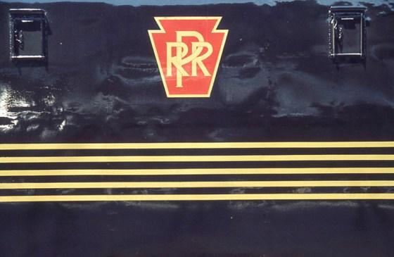 03b Logo Stripes