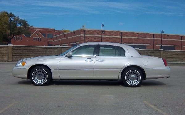 2000 Continental Town Car (800x498)