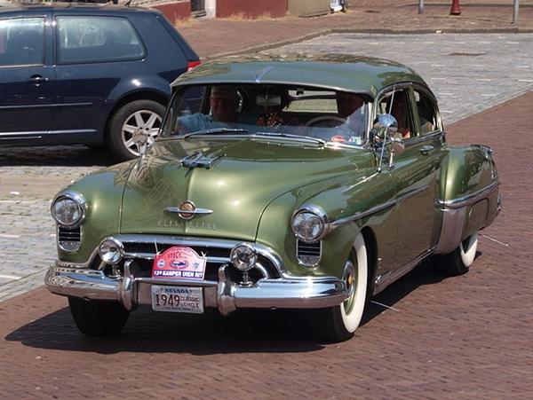 639px-1950_Oldsmobile_Rockett_88_DE-93-36_p6