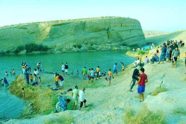 lago-saara-tunisia-misterio-deserto-banhistas