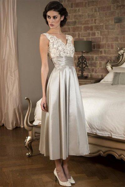 V Neck Sleeveless Tea Length Mother of the Bride Dress