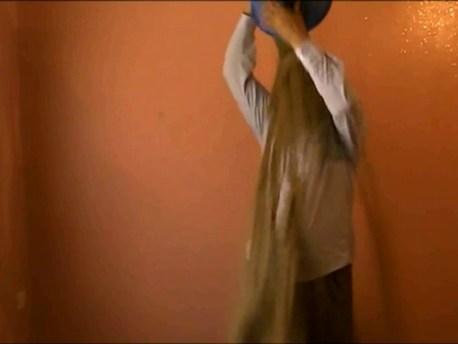 على نقيض » تحدي سطل الماء المثلّج » شباب من الجنوب الشرقي يطلقون مبادرة » سطل د الرملة سخون وطايب «