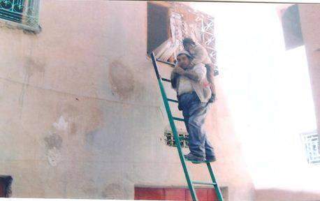 قلعة مكونة: مهاجر بالديار الفرنسية يطالب السلطات بالتدخل وانصافه بعد إغلاق جميع  منافذ منزله وبداخله زوجته المسنة والمريضة