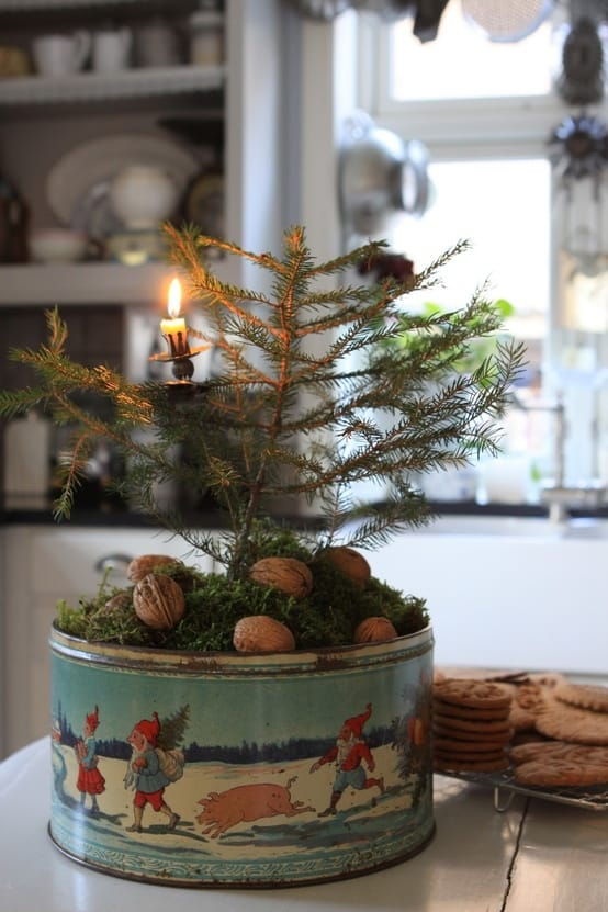 DIY Christmas Decorations: little tree in vintage tin
