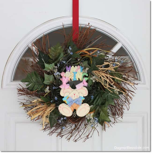 Happy Easter wreath on door. easy Easter tablescape and decor. DagmarBleasdale.com