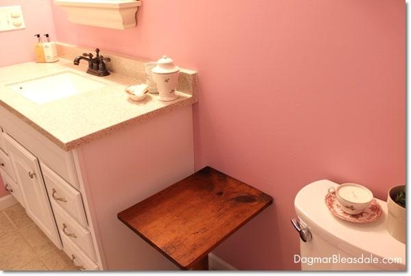 blue cottage bathroom