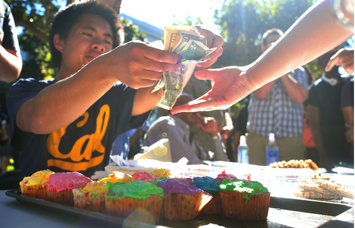 A member of the Berkeley College Republicans sells a baked good to a patron on Upper Sproul Plaza during the Increase Diversity bake sale.