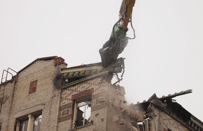 After being destroyed by a fire Nov. 18, an apartment building on the corner of Haste Street and Telegraph Avenue is undergoing a partial demolition process.