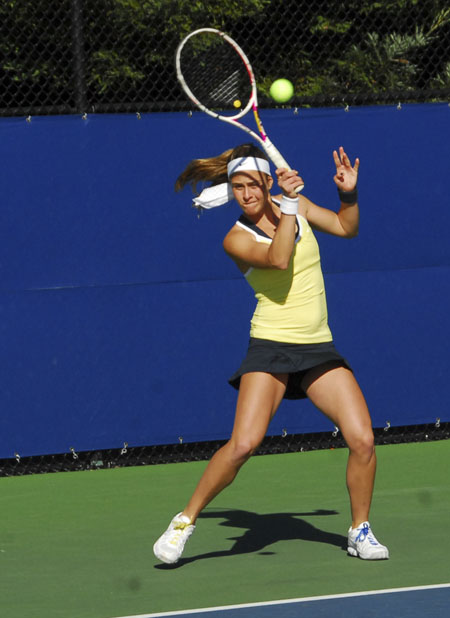 The Cal women's tennis team suffered a road sweep by the Los Angeles schools this weekend.