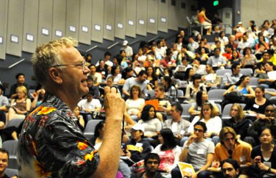 Steve Tollefson welcomes new transfer students to UC Berkeley in 2008.