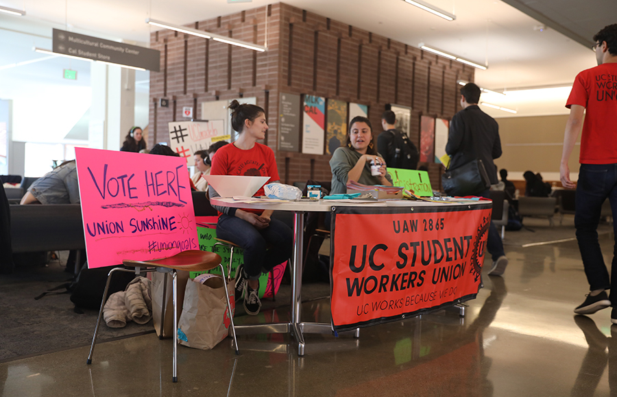 Breaking bread and grading exams: Academic student employees show solidarity at campus grade-in