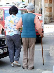 English: An elderly couple walks on the street, Brasov, Romania. June 2007. (Photo credit: Wikipedia)