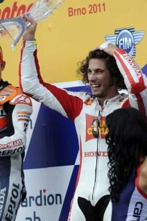 0992_R11_Simoncelli_podium
