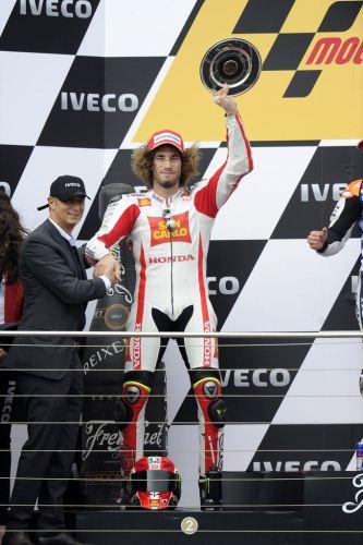 1231_R16_Simoncelli_podium