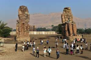 Tourists visit the Colossi of Memnon statues on February 27, 2013, in Egypt's ancient temple city of Luxor.(AFP PHOTO / Khaled Desouki)
