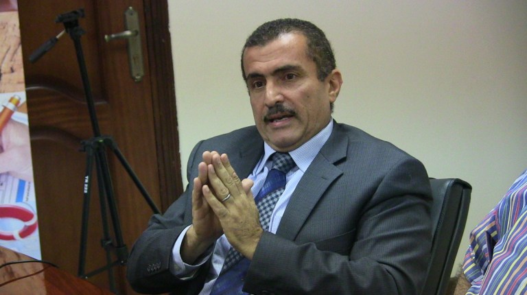 Dr. Hisham Magid commenting on the future of insurance in the medical sector (Photo by Alborsa newspaper)