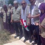 Relawan KNRP bersama Rombongan Syaddur Rihal sedang berziarah ke makam Syaikh Ahmad Yassin. Tampak Ibu Maryam (Ketua ADARA), Ust.Heri Efendi LC (Ketua ASPAC for Palestine), Bpk Soeripto SH (Ketua Umum KNRP), Bpk. Ali Amril (direktur Program KNRP) dan ibu Wirianingsih Mutammimul Ula. (knrp)