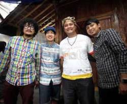"Artis Sinetron ""Para Pencari Tuhan"" dukung Deddy Mizwar menjadi Wakil Gubernur Jawa Barat. (Facebook)."