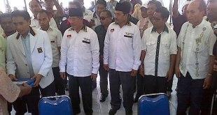 Pasangan calon gubernur dan calon wakil gubernur Maluku Utara Abdul Ghani Kasuba-Muhammad Nasir Thaib menjadi pasangan pertama yang mendaftarkan diri ke KPUD Maluku Utara pada Sabtu (23/3/2013) siang. (ist)