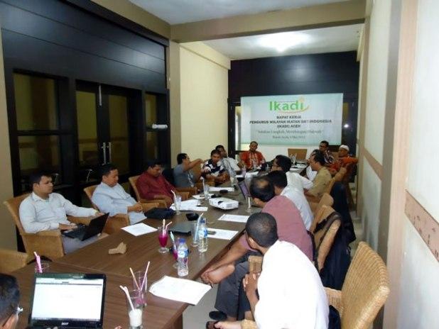 Organisasi Ikatan Da'i Indonesia (IKADI) Provinsi Aceh selenggarakan rapat kerja (raker) di The Stone Coffee Lampineung, Banda Aceh (4/5/3013). (Teuku Zulkhairi)