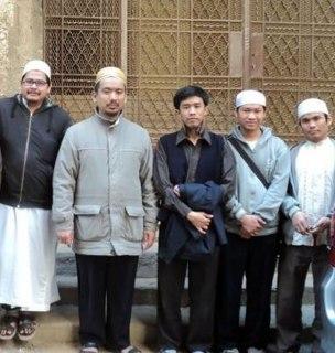 Bersama para senior dan rekan di Kairo, setelah doa sebelum berangkat. (Irhamni Rofiun)