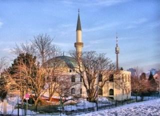 Vienna Islamic Center dibangun dari 1975 hingga 1979. Masjid ini menjadi pusat kegiatan amaliyah selama Ramadhan bagi Muslim Austria, mampu mengakomodasi 8 persen dari 430 ribu Muslim yang tinggal di negeri ini (foto: republika)