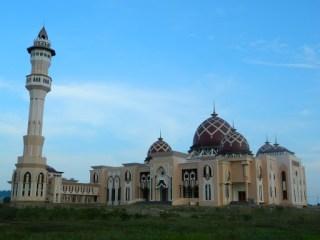 Masjid Raya Baitul Izzah di kota Tarakan, Kalimantan Utara (Foto: masjidkita.org)