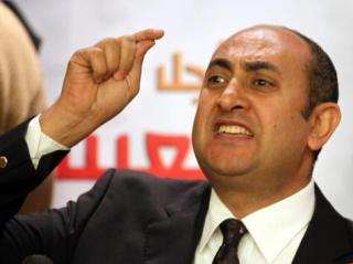 Khalid Ali mantan Capres yang menolak pencalonan Jenderal Al-Sissy dalam Pilpres Mesir mendatang (aljazeera)