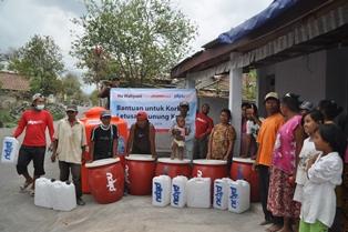 Sumbangan air bersih PKPU didistribusikan di tiga  kecamatan di Kediri yakni Besowo sebanyak 3 titik, Kecamatan Puncu  sebanyak 5 titik dan kecamatan Trisulo sebanyak 2 titik - Foto: PKPU
