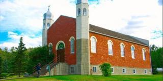 Masjid Al-Rasyid dahulunya merupakan sebuah Gereja - Foto: merdeka.com