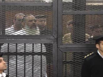 Syeikh Hazem Shalah Abu Ismail di balik terali terdakwa di pengadilan (islammemo)